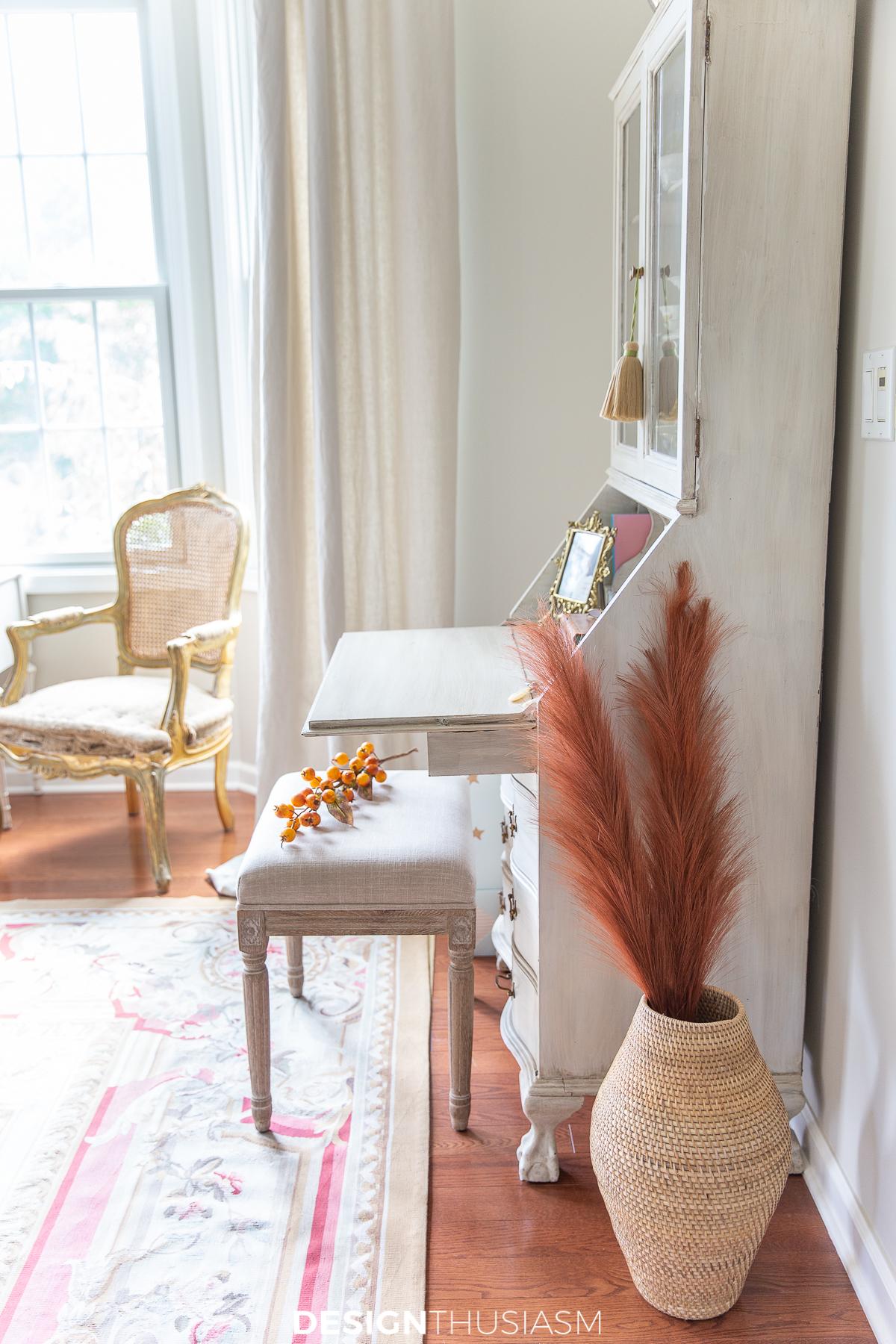 fall living room decor pampas